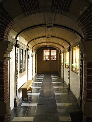 Vrouwenhuis - Hallway linking the front house to the rear house, added by Soury-Wolfsen family