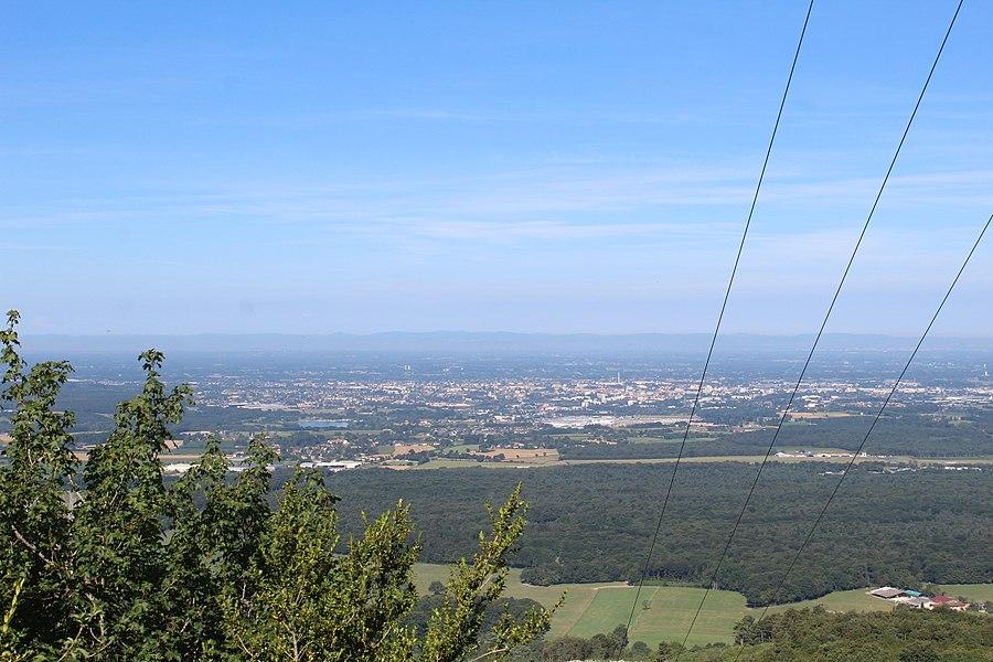 Vue sur Bourg-en-Bresse depuis un lieu près du tripoint entre Ramasse, Jasseron et Cézeyriat.