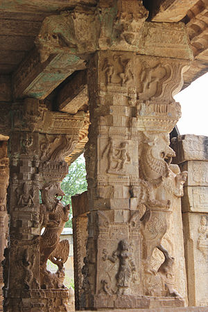Ranganathaswamy Temple, Nirthadi - Image: Yali pillars at entrance of Ranganatha Swamy temple at Neerthadi