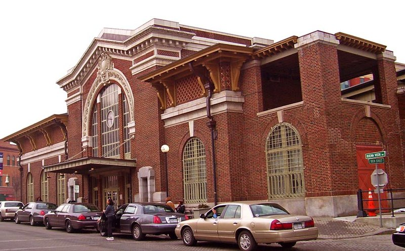 ファイル:Yonkers train station front.jpg