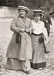 Η Ρόζα Λούξεμπουργκ (δεξιά) με την Κλάρα Τσέτκιν στα 1910