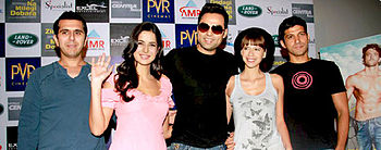 Koechlin posing for the camera with Zindagi Na Milegi Dibara co-stars Abhay Deol, Farhan Akhtar, Katrina Kaif