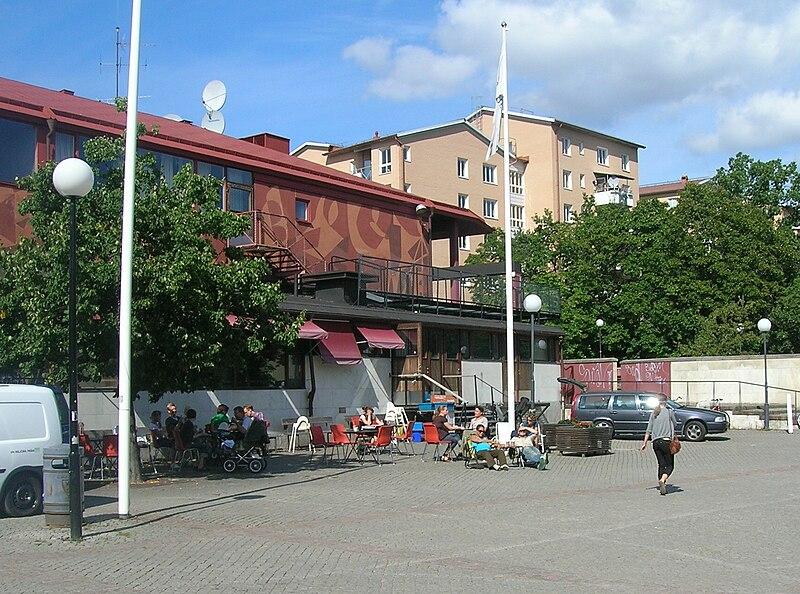 Årsta centrum cafe på torget 2009-08-25.jpg