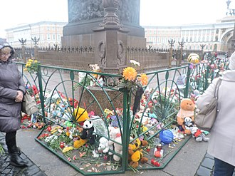 Metrojet Flight 9268 - People place flowers and children's toys on the Palace Square, Saint Petersburg, 4 November 2015