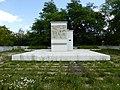 Братская могила 322 мирных жителей, расстрелянных немецко-фашистскими захватчиками 2.jpg