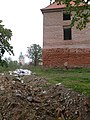 Будівельне сміття під сідною вежею.jpg