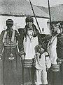 Девушки и девочка Воронежская губ 1908.jpg