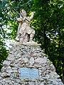 Пам`ятник Бартошу Гловацкому серед парку.jpg