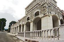 http://upload.wikimedia.org/wikipedia/commons/thumb/2/20/Շուշիի_կերպարվեստի_թանգարան.jpg/220px-Շուշիի_կերպարվեստի_թանգարան.jpg