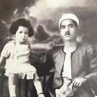Umm Kulthum - A toddler Umm Kulthum with her father, Ibrahim El Beltagi