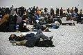 خستگی مردم (زائرین) در پیاده روی اربعین- مرز مهران- ایران 05.jpg
