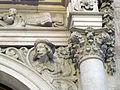 019 Escultura del portal de Can Serra, Rambla de Catalunya.jpg