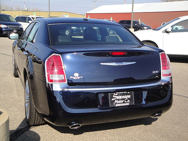 12 Chrysler 300 Limited (7009535743)
