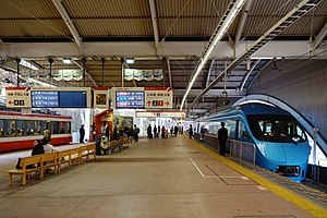 Hakone-Yumoto Station - The platforms in December 2016