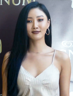 180615 Hwasa at the MAGNUM Pleasure Store opening (3).png