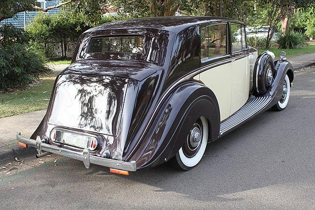 640px-1938_Rolls-Royce_Wraith_sedan_(271