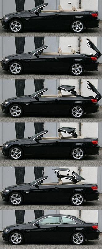 Retractable hardtop - Closing of the retractable hardtop of a BMW 3-series (E93)