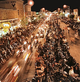 Sturgis Motorcycle Rally - Image: 2008 Sturgis Motorcycle Rally, street at night