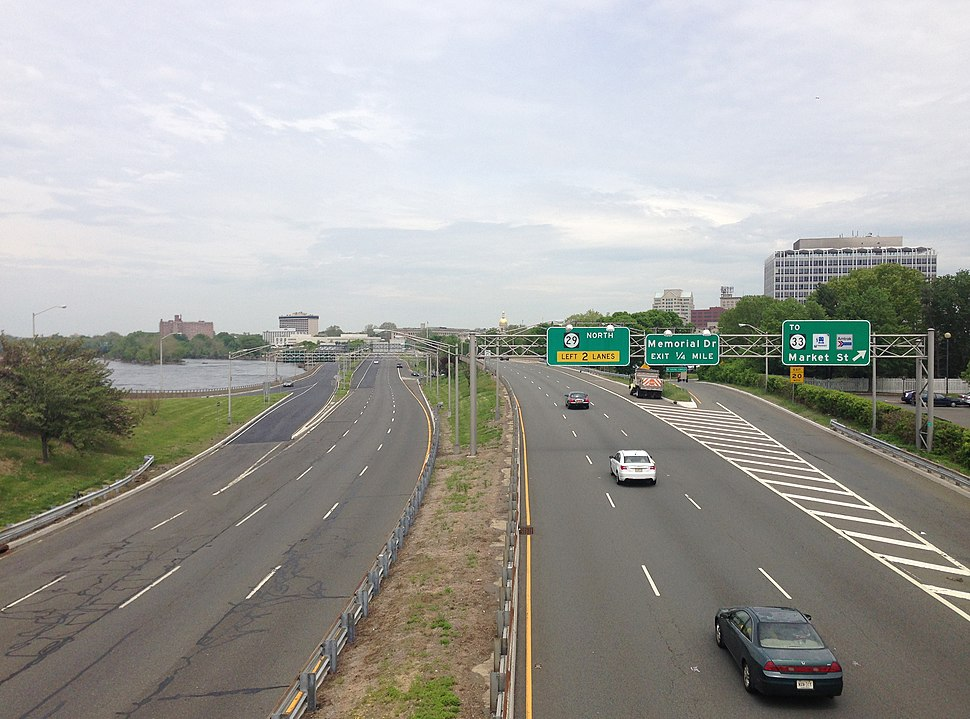 2014-05-12 12 31 16 View north along New Jersey State Route 29 (John Fitch Parkway) from the overpass for the ramp from New Jersey Route 29 southbound to U.S. Route 1 southbound in Trenton City, Mercer County, New Jersey