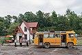2014 Prowincja Tawusz, Dilidżan, Minibus na przystanku przy drodze M-4.jpg