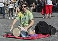 2015 Uliczny muzyk w Pradze 01.jpg