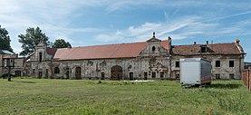 2016 Pałac w Żelaźnie, oficyna 1.jpg