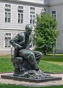 Sigmund-Freud-Statue im Innenhof der Meduni Wien (Quelle: Wikimedia)