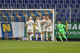20180912 UEFA Women's Champions League 2019 SKN - PSG PSG cheering a goal DSC 4740.jpg