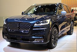 2020 Lincoln Aviator front NYIAS 2019.jpg