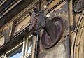 8263 Końskie głowy zdobiące kamienicę przy ul. Traugutta. Foto Barbara Maliszewska.jpg