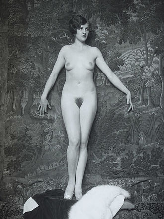 Alfred Cheney Johnston - Classic Johnston 1920s nude portrait of unidentified model -- most likely a Ziegfeld Follies showgirl.