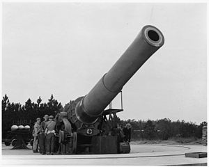 A 16 inch howitzer at Fort Story, VA and the men who operate it. - NARA - 196280.jpg
