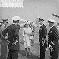 Aankomst van het Koninklijke gezelschap op het Marinevliegveld Valkenburg, Bestanddeelnr 910-5074.jpg