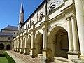 Abbaye Royale de Fontevraud, cour intérieure.jpg