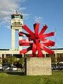 Aeropuerto JMC-Escultura El Sol de Edgar Negret.JPG