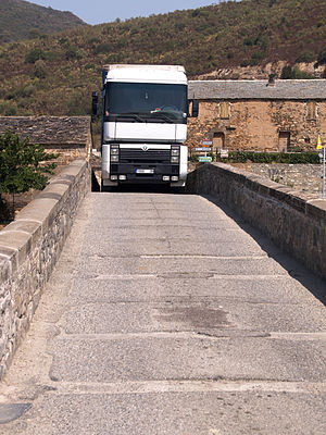 Altiani - Truck crossing the Genovese bridge