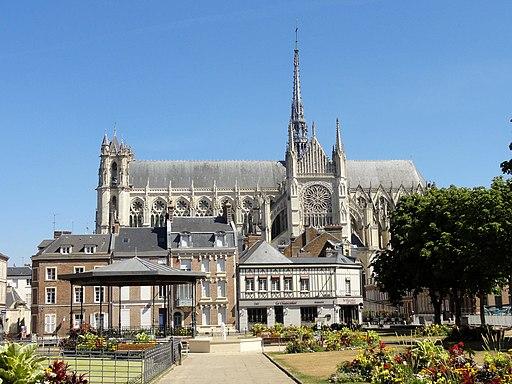 Amiens (80), square Jules-Bocquet, vue sur la cathédrale 1
