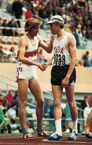 Athletics at the 1972 Summer Olympics – Men's 800 metres - Franz-Josef Kemper (left) congratulates the winner Dave Wottle