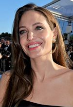 Jolie vid premiären av The Tree of Life (2011) i Cannes.