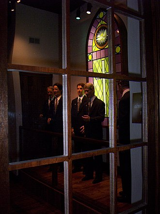 Southern Gospel Museum and Hall of Fame - Animatronic Quartet in front entrance to museum