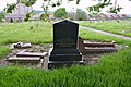 Armley Hill Top Cemetery (40385286630).jpg