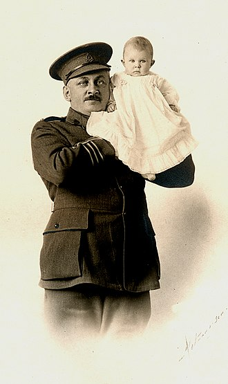 Arthur Mignault - Mignault and his daughter Valérie in April 1915, soon before his departure
