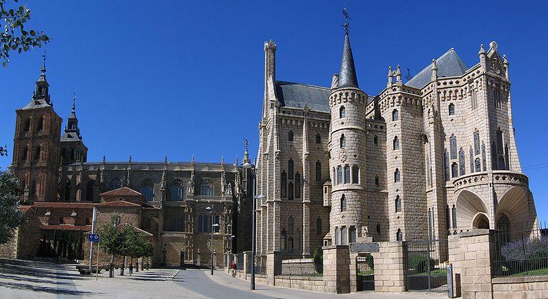 File:Astorga Cathedral Bishops palace 2005.jpg