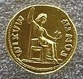 Augusto, aureo con figura femminile in trono.JPG