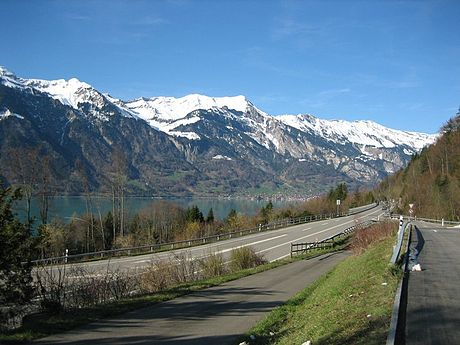 A8 with a view to Brienz, Lake Brienz and the side of Brienz Rothorn.
