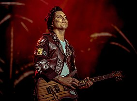 synyster gates wikipedia. Black Bedroom Furniture Sets. Home Design Ideas