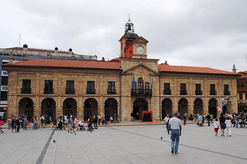 Avilés, Ayuntamiento, Plaza de España