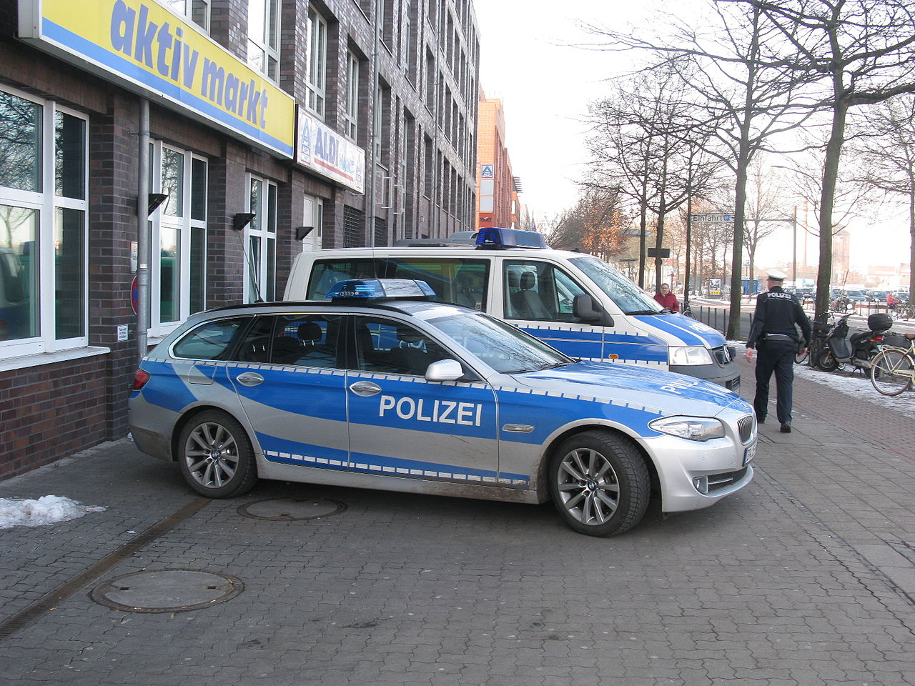 file bmw 5 series touring f11 polizei bremen 12418233834 jpg wikimedia commons. Black Bedroom Furniture Sets. Home Design Ideas