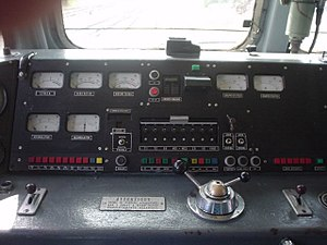 FS Class E.656 - Driver console of an E.656; the lever in the middle is the combination selector.