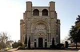 Basilique de Sainte-Germaine de Pibrac façade.jpg